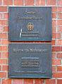 Bronzeschilder an der Fassade des Deutschen Technikmuseums Berlin.jpg