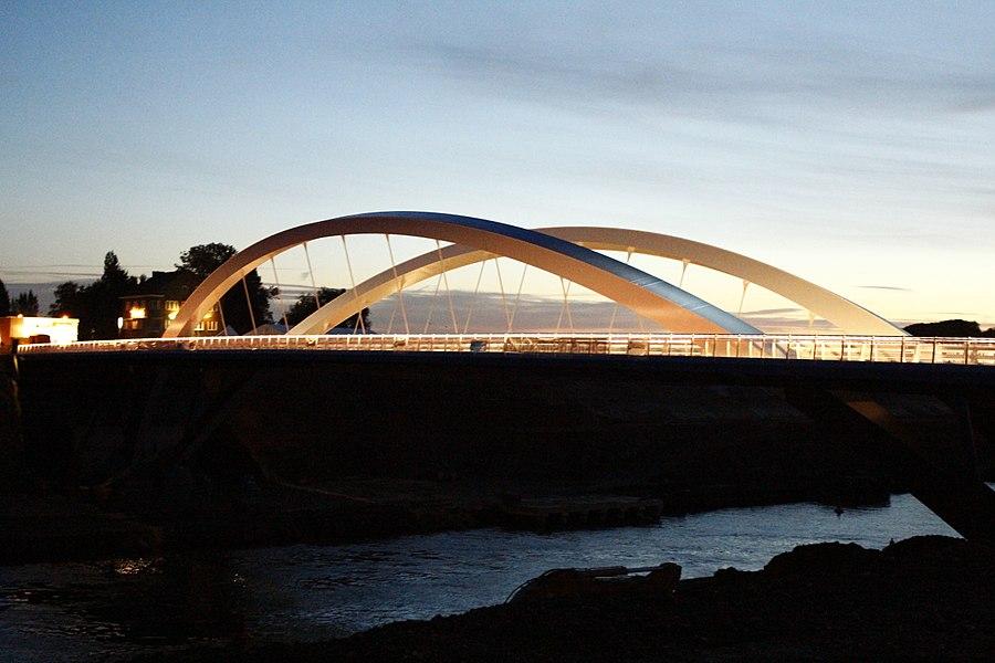 Nieuwe brug bij Briegden (Lanaken) over het Albertkanaal, één dag voor de opening.