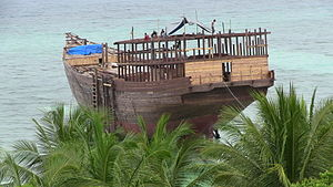Building pinisi ship in South Sulawesi.JPG