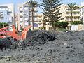 Bulldozer empujando lodo de puerto durante dragado, Roquetas de Mar, España, 2010.JPG