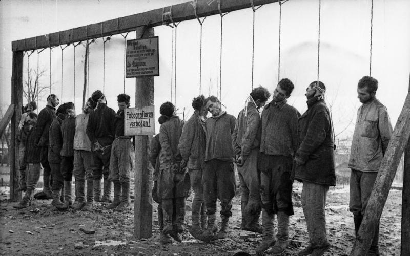 Bundesarchiv Bild 101I-031-2436-05A, Russland, Hinrichtung von Partisanen
