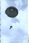 Bundesarchiv Bild 101I-562-1172-23A, Italien, Fallschirmjäger bei Ausbildung Recolored.png
