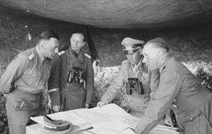 Walther Nehring - Nehring (right), Fritz Bayerlein (left) and Erwin Rommel, April 1942
