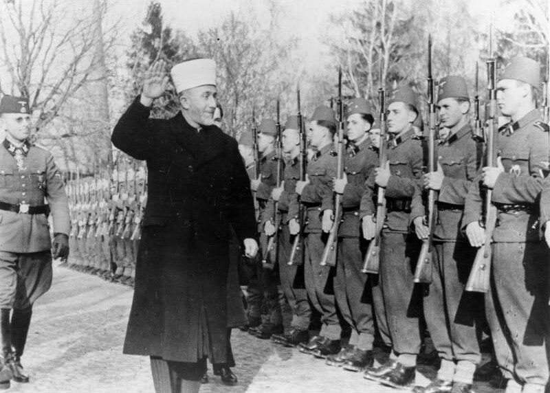 Bundesarchiv Bild 146-1978-070-04A, Amin al Husseini bei bosnischen SS-Freiwilligen