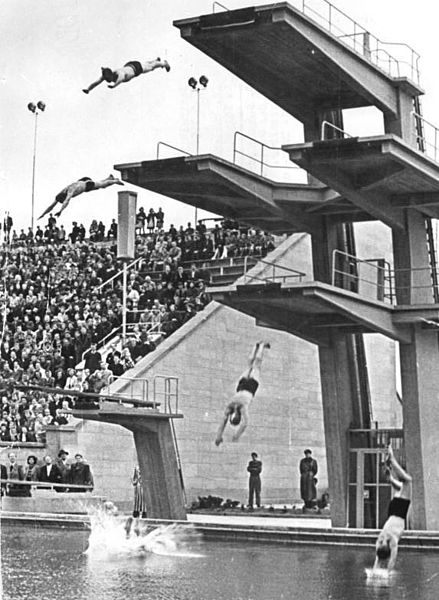 File:Bundesarchiv Bild 183-14859-0011, Leipzig, Schwimmstadion, Sprungturm.jpg