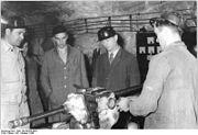 """Bundesarchiv Bild 183-59474-0001, Dorndorf, Kaliwerk """"Einheit, Elektrowerkstatt, Bergarbeiter"""
