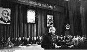Bundesarchiv Bild 183-R67854, Berlin, FDGB-Kongreß, Oberst Tulpanow spricht