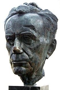 Bust of Paul Johannes Tillich (daylight).JPG