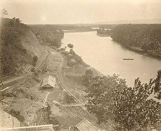 Serayu River - Image: COLLECTIE TROPENMUSEUM Aanleg van de spoorweg langs de Kali Serayu T Mnr 60052257