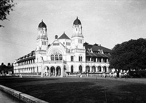 COLLECTIE TROPENMUSEUM Het hoofdkantoor van de Nederlandsch-Indische Spoorweg Maatschappij (NIS) in Semarang TMnr 10032316