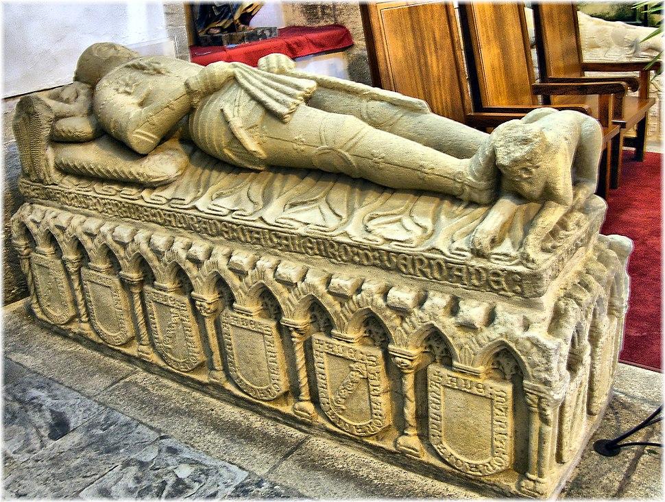 Cadaleito de Nuno Freire de Andrade, o Mao, no Mosteiro de Santa María de Monfero