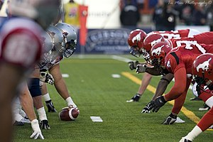 Lineman (gridiron football) - The Montreal Alouettes (left) and the Calgary Stampeders