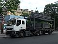 Camion de transport de barrières métalliques - P1280489.JPG