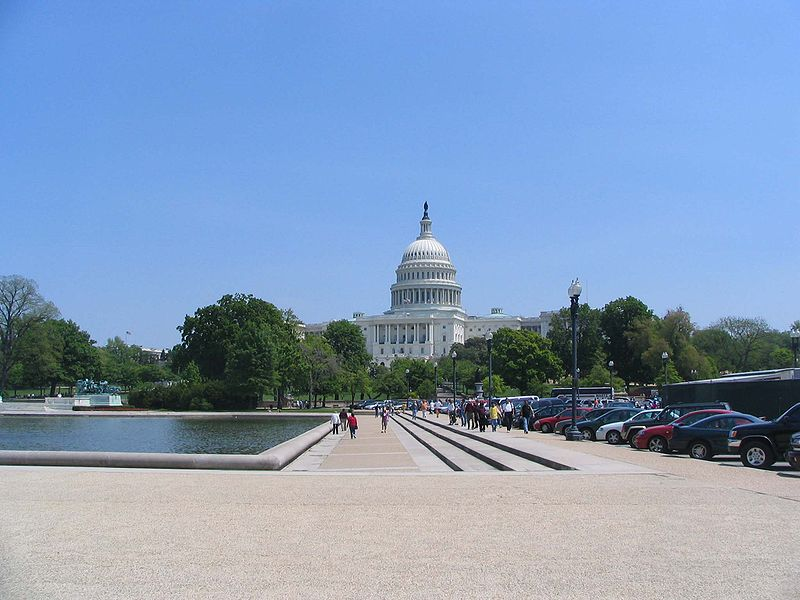 ファイル:Capitol building over reflecting pool - desc-long shot - from-DC1.jpg