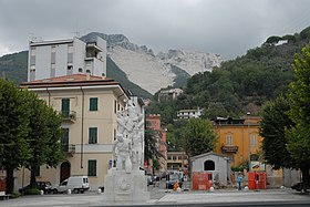http://upload.wikimedia.org/wikipedia/commons/thumb/7/74/Carrara101.jpg/280px-Carrara101.jpg