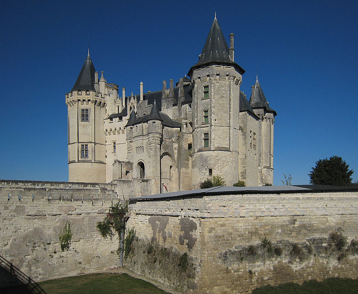 Datei:Castle Saumur Loire Valley 2007.jpg