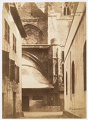 Photographie de la tour ouest de la cathédrale de Bayonne