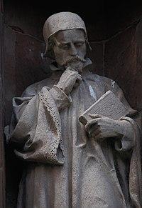 Cerflun o Thomas Huet un o gyfieithwyr y Beibl Bible translator T Huet; Translators' Monument, St Asaph Wales 03.jpg