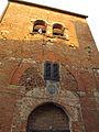 Certaldo alta, via del rivellino, torre con stemma 01.JPG
