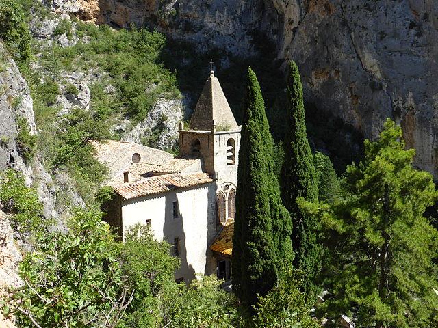 Часовня Нотр-Дам-де-Бовуар  (Chapelle Notre-Dame de Beauvoir) - достопримечательности Moustiers-Sainte-Marie (Мустье-Сен-Мари), Прованс, Франция