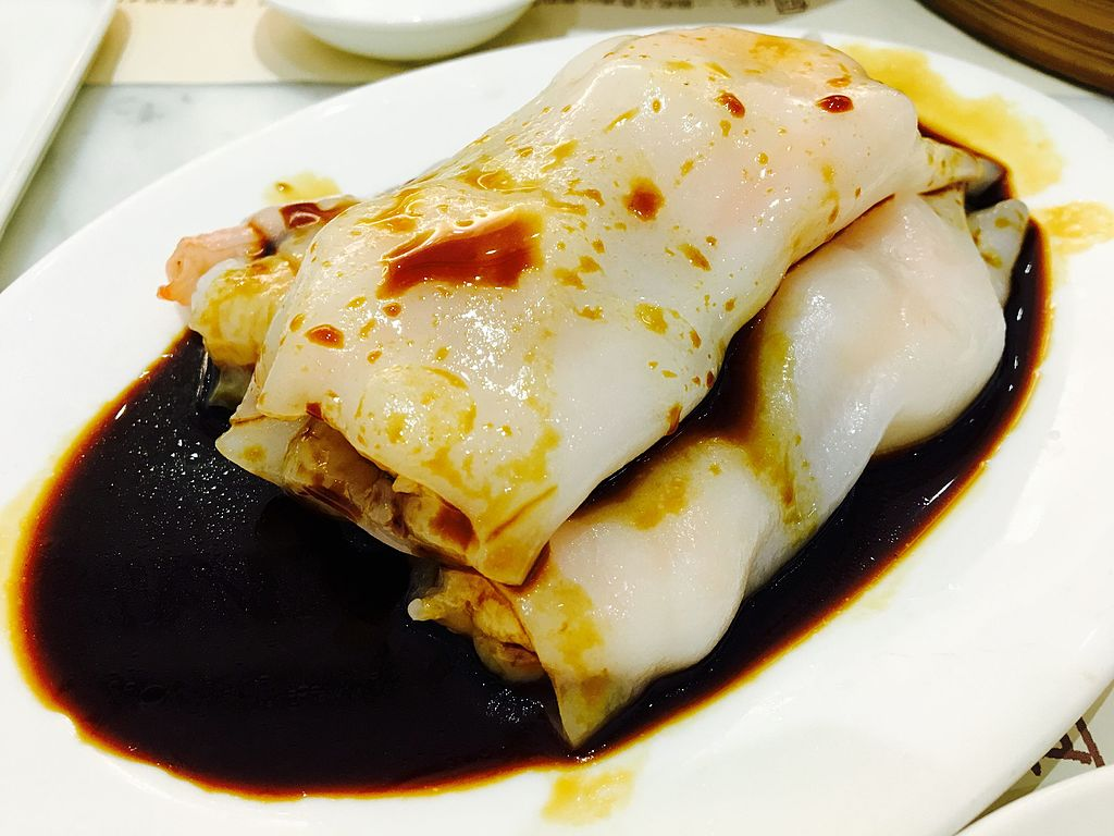 Cheung Fun (steamed rice noodle rolls with) served with soysauce