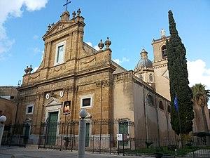 Chiesa Santa Maria Assunta (Alcamo) - Vista laterale.jpg