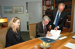 Hague Convention on the International Recovery of Child Support and Other Forms of Family Maintenance - Signature of Bosnia-Herzegovina by Safet Halilović, Minister of human rights and refugees