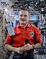 Chris Hadfield unveiling $5 banknote of the Frontier Series from ISS during Expedition 35, 30 April 2013.jpg