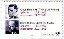 Klíčové osobnosti spiknutí, hrabata Claus Schenk von Stauffenberg a Helmuth James von Moltke.