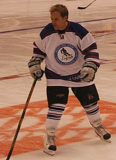 Cliff Ronning Canadian ice hockey player