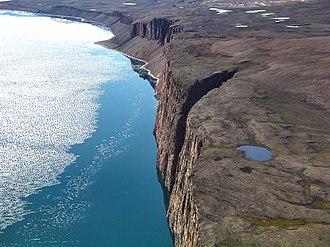 Arctic Bay - Cliffs near Arctic Bay
