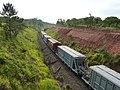 Comboio que passava sentido Boa Vista na Variante Boa Vista-Guaianã km 183 em Itu. À direita, obras de terraplanagem para duplicação da ferrovia. - panoramio.jpg