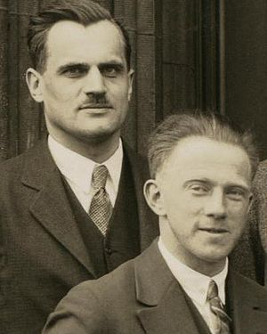 English: Physicists Arthur Compton and Werner ...