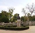 Constanta Cetatea Tomis bustul lui Vasile Parvan.jpg