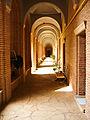 Coridor exterior manastirea dealul.jpg