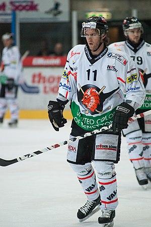 Cory Pecker - Image: Cory Pecker Lausanne Hockey Club vs. HC Viège, 01.04.2010