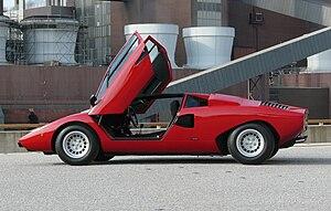 Lamborghini Countach - Countach LP400 scissor doors