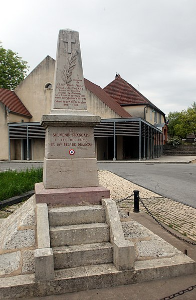 Monument aux morts de Courtefontaine (Jura).