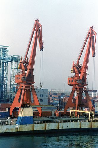 Port of Dalian - Image: Cranes at Dalian Port 2002
