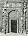 Cremona stipiti della porta del palazzo Raimondi Trecchi.jpg