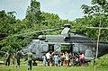 Crianças cercam militares para conhecer o helicóptero do 4º Batalhão de Aviação do Exército (8030641868).jpg