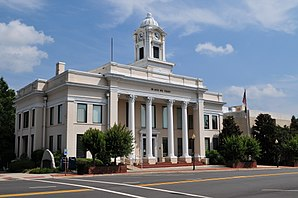 Das Davie County Courthouse ist einer von 20 Einträgen des Countys im National Register of Historic Places.