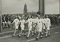 De 8 Denen, vijf leden van het Dansk Athletik Forbund en drie van de 'politi' ui – F40998 – KNBLO.jpg