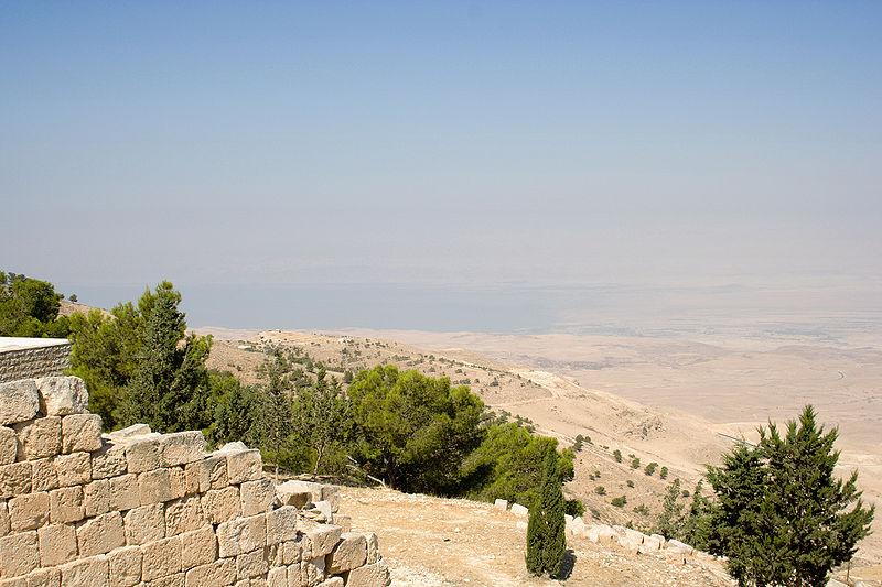 رحلة الى المملكة الأردنية الهاشمية 800px-Dead_Sea_from_Mt_Nebo.jpg