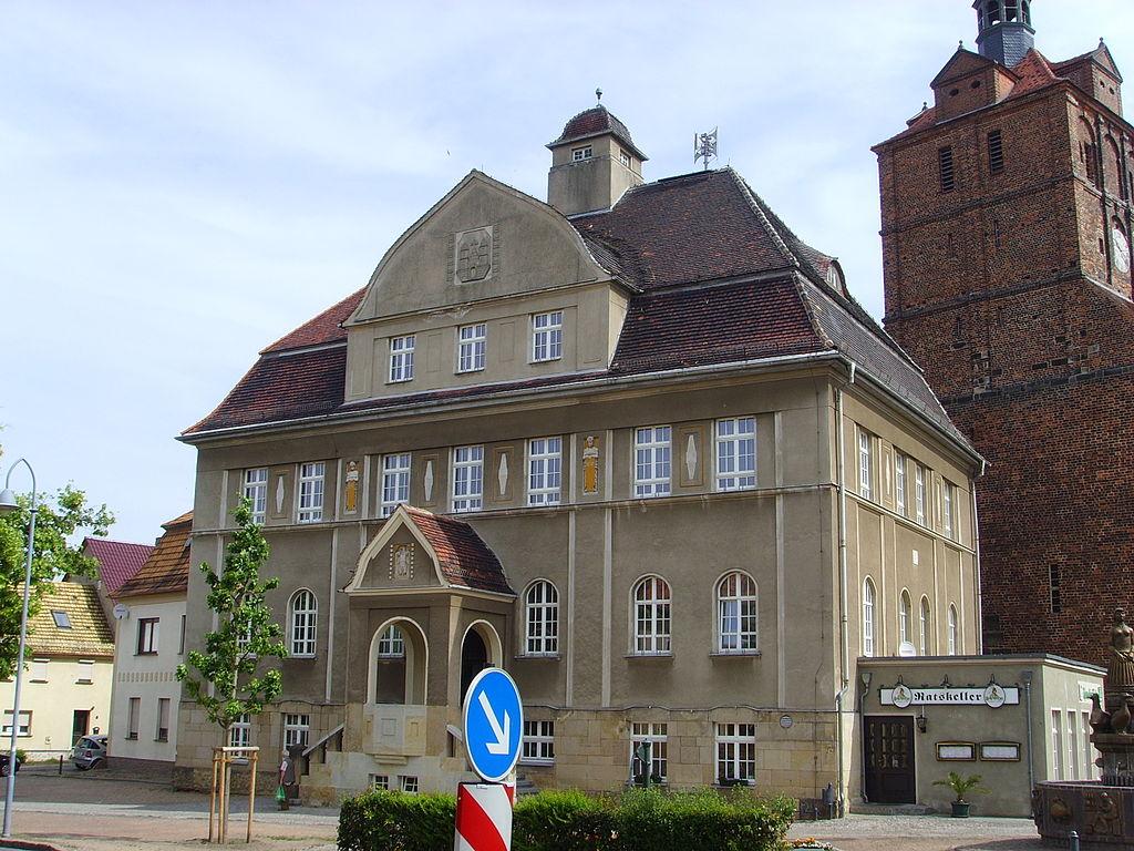 1024px-Dommitzsch_rathaus.JPG