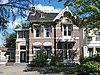 foto van Woonhuis Dr. Nassaulaan 8 in aan de neo-renaissance verwante bouwstijl met invloeden van de chaletstijl