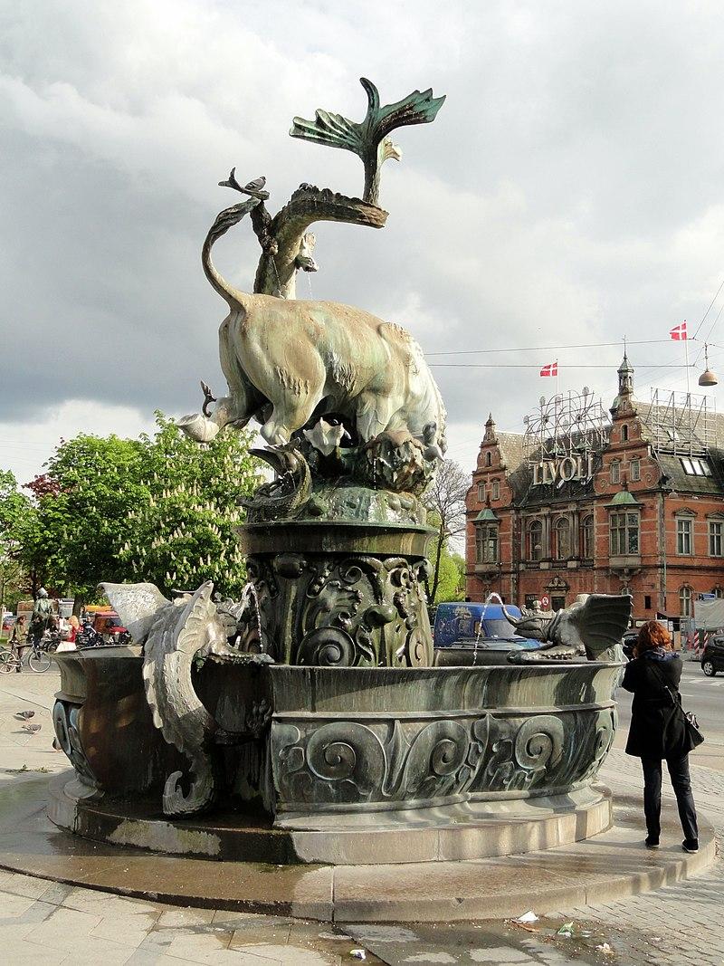 Dragon Fountain, Copenhagen - DSC08853.JPG