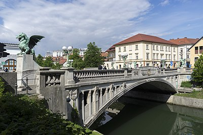 Slika:Dragons Bridge, Ljubljana 2.jpg