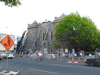 Durham Street Methodist Church - The church in November 2010 with steel bracing after the 2010 Canterbury earthquake
