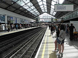 Earl's Court tube stn District platform 2 look west 2012.01.jpg